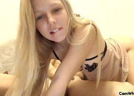 Videos porno gratis com linda novinha russa metendo na webcam