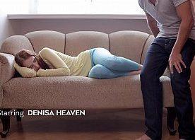 Porno rola grande do safadinho fodendo a novinha no sofá