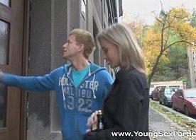 Xxx vídeos com a loira teen fodida por dois tarados novinhos