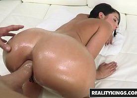 Porno real de sexo anal forte com dotado arrombando cu de morena