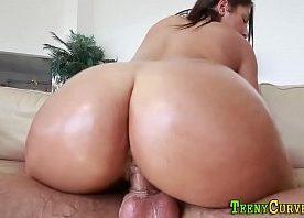 Video de sexe com gostosa do cu grande trepando na pegada