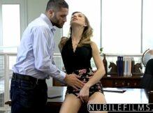 Vídeo pornô sexo loira e macho transando gostoso